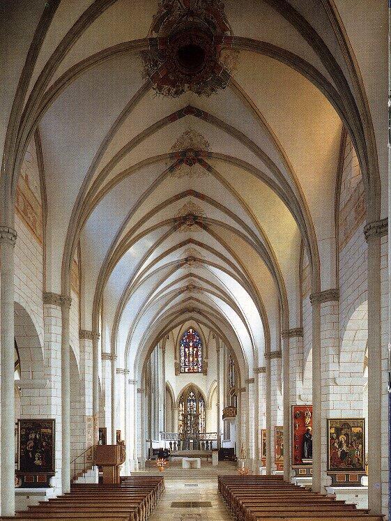 Das Mittelschiff des Doms
