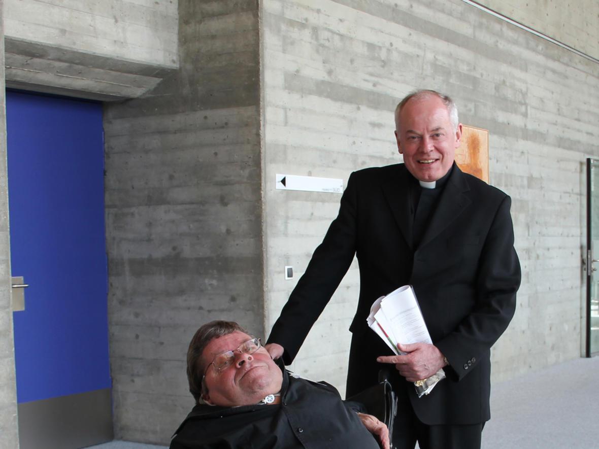 2013: Weihbischof Losinger mit dem Autor Dr. Peter Radtke (Foto: Archiv)
