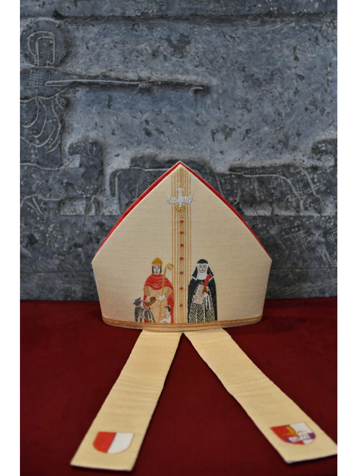 Die Mitra von Bischof Bertram - Rückseite (Foto: Daniel Jäckel /pba)