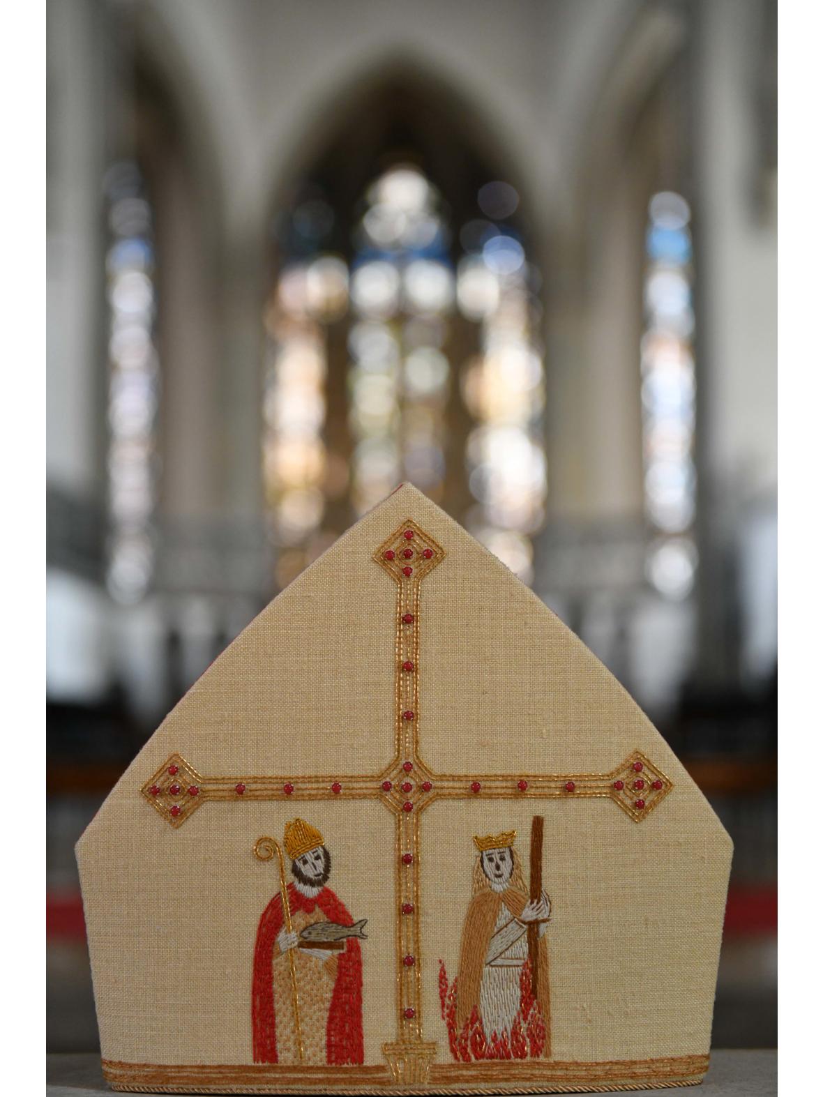 Die Mitra von Bischof Bertram - Vorderseite (Foto: Daniel Jäckel /pba)