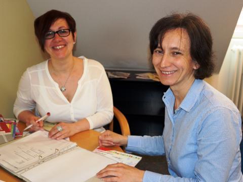 (v. l.): Karina Pade und Vera Lachenmaier: Gemeinsam sind sie für die Steuerung des Sozialraumprojekts in Graben zuständig. (Foto: Maria Steber / pba)