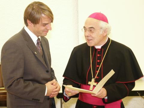 2004: Verleihung des Albertus-Magnus-Preises an den späteren Bischof von Passau, Stefan Oster (Foto: Archiv)