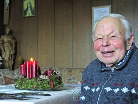 Anton Kofler ist seit 71 Jahren Mesner in Hochgreut. (Foto: Maria Steber)