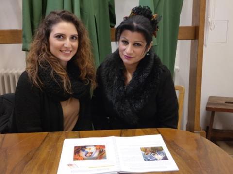 Sie helfen mit, dass Integration gelingt: Miryana Abbo (links) und Mariam Esho. (Foto: Karl-Georg Michel)