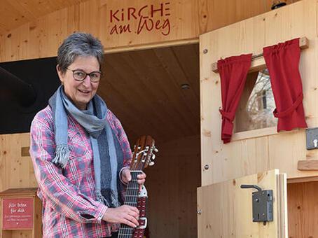 Pastoral im Schäferwagen - Kirche zu den Menschen bringen: Jutta Maier geht im Dekanat Mindelheim neue Wege