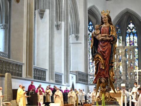 02_Priesterweihe im Augsburger Dom 2021 (Foto Nicolas Schnall pba)