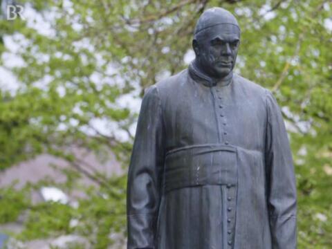 Nicht zu übersehen: Kneipp-Statue in Bad Wörishofen (Foto: BR)