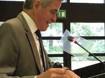 """Prof. Dr. Manfred Negele stellte in vier Vorträgen unterschiedliche philosophische Ansätze zur Frage """"Was soll ich tun?"""" vor."""
