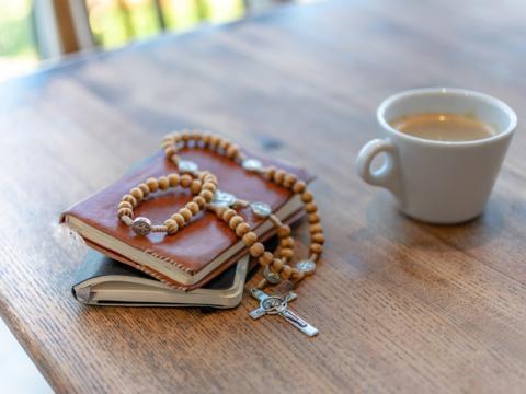 Daheim beten - Hausgottesdienste & mehr