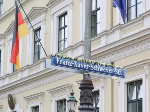 Die Franz-Xaver-Schweyer-Straße wurde am 21.09.2021in München eingeweiht.