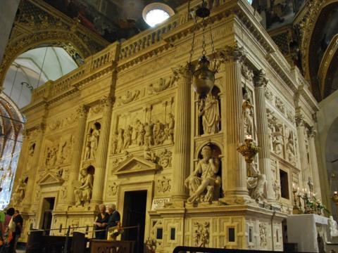 Loreto-Heiligtum innerhalb der Wallfahrtsbasilika Loreto/Italien