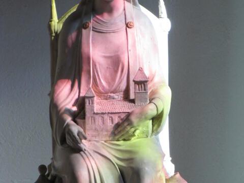 Skulpturmodell der hl. Adelheid in der Seltzer Pfarrkirche Saint-Étienne. Foto: © Ralph Hammann – Wikimedia Commons (CC BY-SA 4.0)