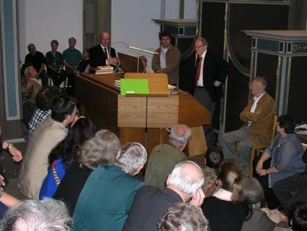 An der Orgel der Basilika St. Ulrich und Afra demonstrierte Prof. Dr. Michael Hartmann, München, wie Bach und Mozart religiöse Botschaften in ihrer Musik umsetzten.