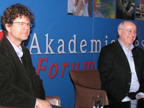 Bild: Prof. Dr. Heinrich Leonhardt und Prof. Dr. Adalbert Keller, Leiter des Akademischen Forums