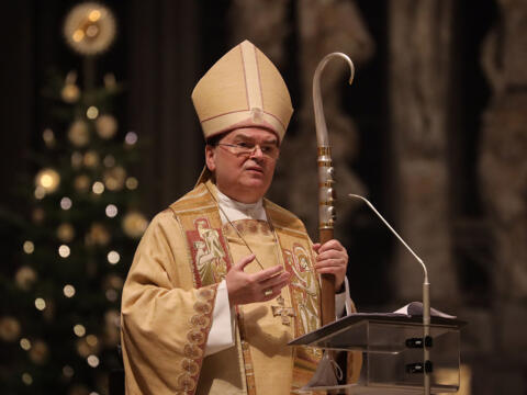 Bischof Bertram bei der Christmette im Hohen Dom (Foto: Annette Zoepf / pba)