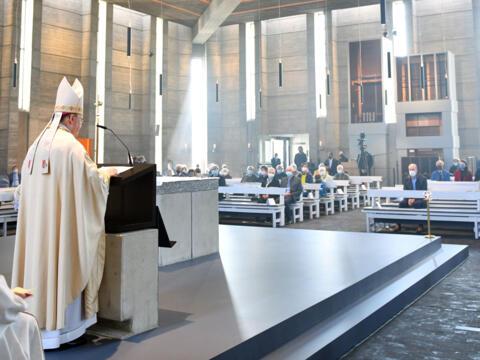 Bischof Bertram predigt in Leitershofen (Foto: Julian Schmidt / pba)