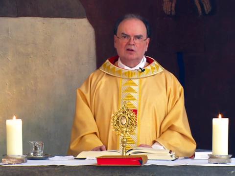 Der ernannte Bischof Bertram am dritten Ostersonntag (Foto: Livestream katholisch1.tv)