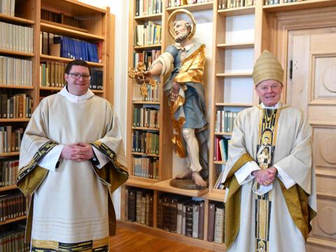 Diakon Br. Michael Bäumler OSB und Weihbischof Dr. Dr. Anton Losinger (Foto Julian Schmidt_pba) DSC_1810