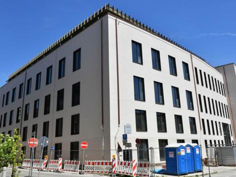 Die Außenfassade des Bürogebäudes am Hafnerberg (Foto: Daniel Jäckel / pba)