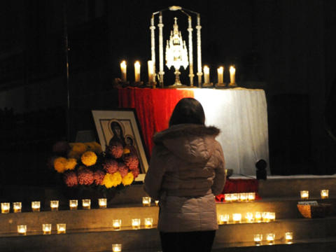 Eucharistische Anbetung (Symbolfoto: Maria Steber / pba)