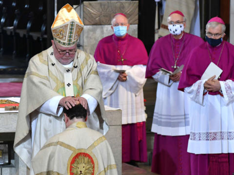 Kardinal Reinhard Marx weiht Bertram Meier zum Bischof (Foto: Nicolas Schnall / pba)