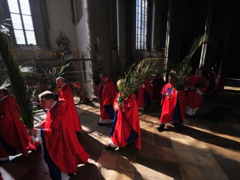 Palmsonntagsprozession 2012 im Augsburger Dom (Foto: pba)