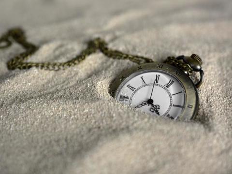 pocket-watch-3156771_by_annca_pixabay_pfarrbriefservice