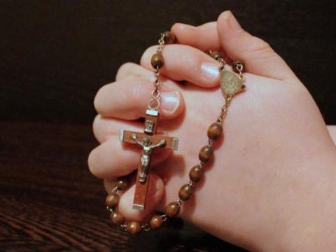 rosary-1211064_by_myriam_cc0-gemeinfrei_pixabay_pfarrbriefservice