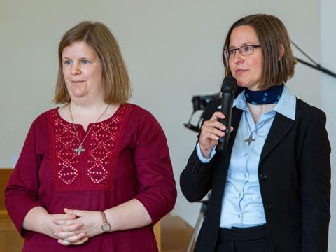 (v.l.) Sr. Nathalie Korf CJ und Sr. Anna Schenck CJ bei ihrer Ewigprofess (Foto: Congregation Jesu)