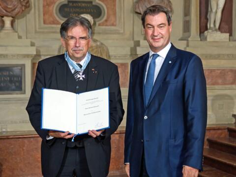 Domkapellmeister Reinhard Kammler von Ministerpräsident Söder geehrt. (Foto: Bayerische Staatskanzlei)