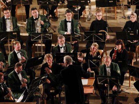Professor Johann Mösenbichler und das Polizeiorchester Bayern. (Foto: Annette Zoepf)