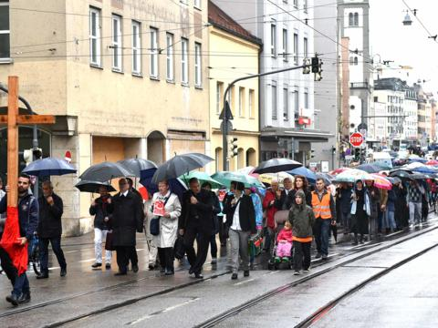 Schweigemarsch vom Rathausplatz zum Dom. (Fotos: pba/Romana Kröling)