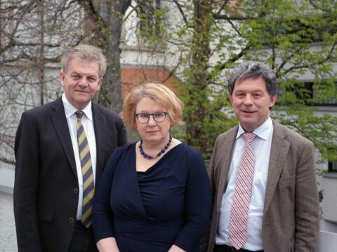 Bernhard Scholz, Martina Lutz und Anton Schuster (von links) haben gestern Ordinariatsmitarbeitern die Prävenionsarbeit des Bistums vorgestellt (Foto: Karl-Georg Michel/pba).