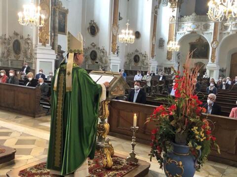 Bischof Bertram während der Predigt in der Studienkirche in Dillingen. (Foto: Johann-Michael-Sailer-Gymnasium)