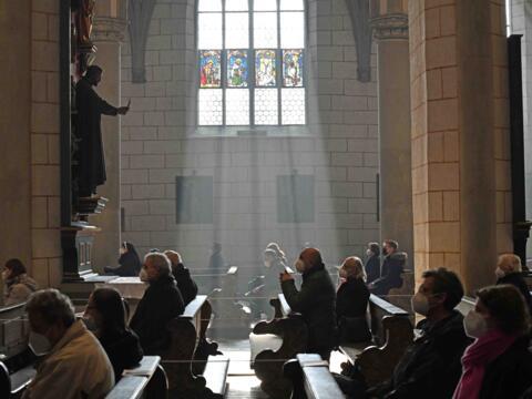 Auch an den Kar- und Ostertagen werden unter Einhaltung des Infektionsschutzkonzepts Gottesdienste mit Gläubigen stattfinden. (Archivfoto: Nicolas Schnall / pba)