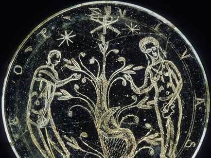 Glasschale aus dem 4. Jahrhundert mit der Abbildung des Sündenfalls (Foto: Stadtarchäologie Augsburg)