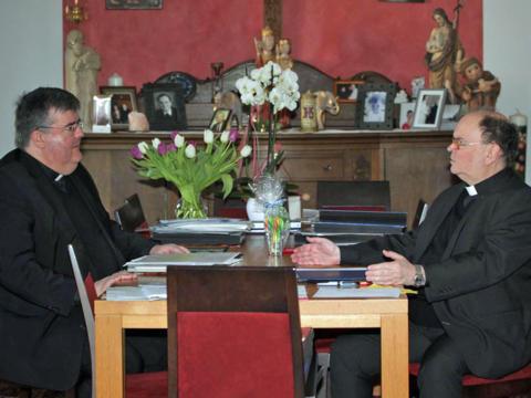 nterview mit dem ernannten Bischof Bertram (rechts) und Domkapitular Harald Heinrich zu den Folgen aus der Corona-Krise (Foto: Johannes Müller)