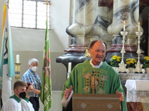 Generalvikar Dr. Wolfgang Hacker bei der Predigt während des Festgottesdienstes in Inchenhofen. (Foto: Alois Arzberger)
