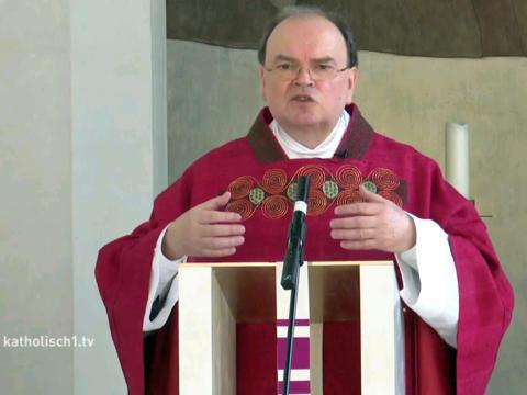 Predigt des ernannten Bischofs in der Kapelle des Bischofshauses. (Bild: Livestream katholisch1.tv)