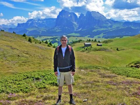 Dekan Martin Straub ist in seiner Freizeit am liebsten in den Bergen unterwegs. (Foto: privat)