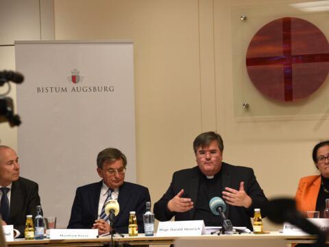 Pressegespräch des Bistums Augsburg zur MHG-Studie: Generalvikar Harald Heinrich stellte die wichtigsten diözesanen Ergebnisse vor. (Foto: Daniel Jäckel / pba)
