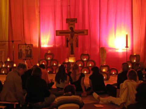 Das Taizé-Gebet zieht vielerorts zahlreiche Menschen an. (Foto: privat).