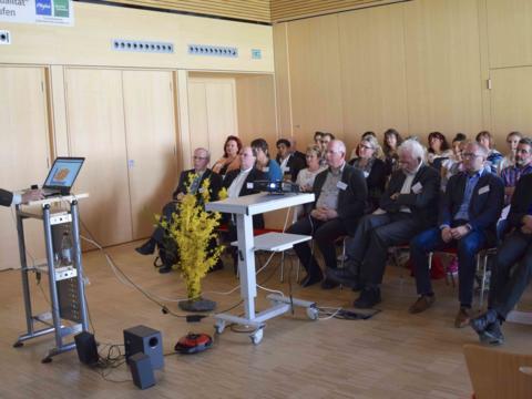 """Die Teilnehmer verfolgten interessiert den Vortrag von Professor Dr. Eduard Eisenrith zum Thema """"Religion als touristischer Bedarf. Foto: Sabine Verspohl-Nitsche / pdsf"""