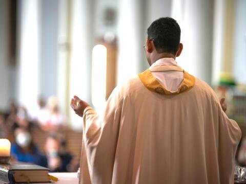 Rund 75 Priester aus der Weltkirche werden in den kommenden Wochen Urlaubsvertretungen im Bistum wahrnehmen (Motivfoto: Julian Schmidt / pba)