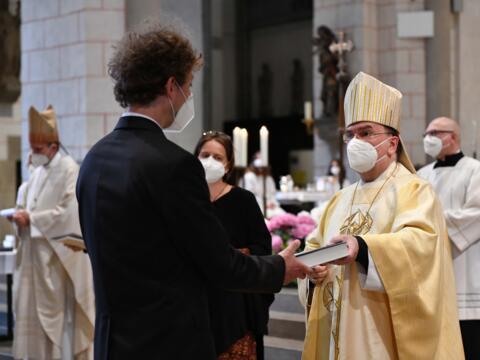 Bischof Bertram hat 87 neuen Religionslehrer/-innen die Missio Canonica, die kirchliche Lehrerlaubnis, erteilt (Foto: Maria Steber / pba).
