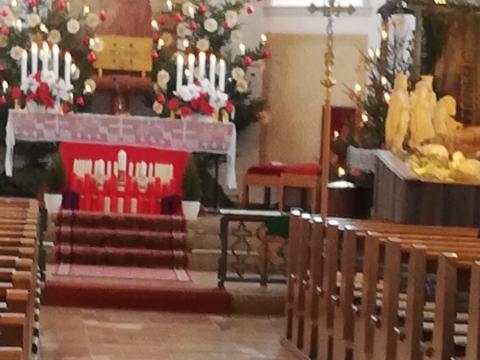 Maria Lichtmess mit Kerzenweihe und Spendung des Blasiussegens
