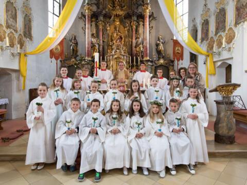 16 Kinder feiern ihre Erstkommunion