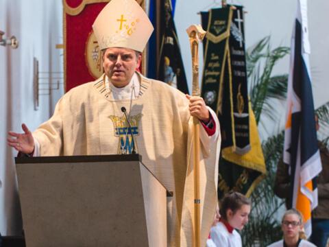 Weihbischof Florian Wörner besucht die PG Meitingen