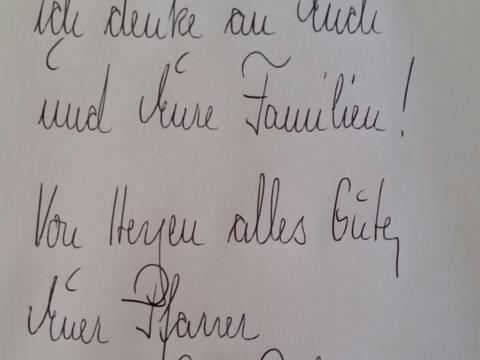 Stadtpfarrer De Blasi schreibt seinen Kommunionkindern