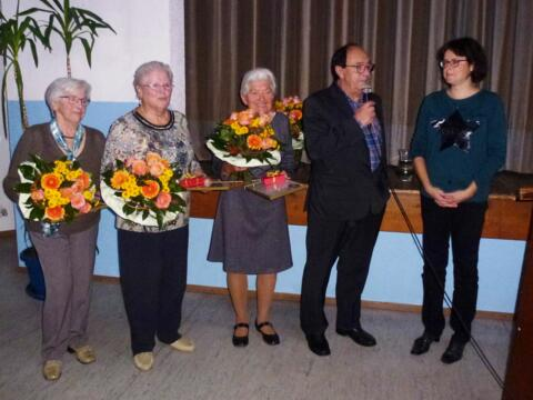 Langjährige Mitglieder des Kirchenchores Eggelstetten wurden geehrt.